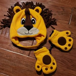 Other - Adorable Lion hat and mitten set